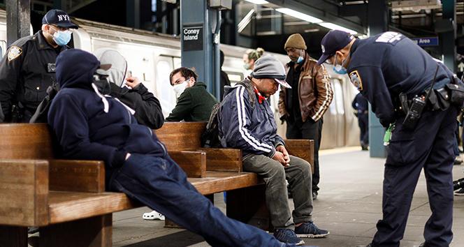 New York Metrosu'nda yolcular her gün korku içinde
