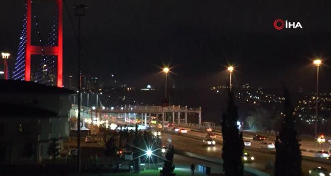 Sokağa çıkma kısıtlamasının ikinci gününde 15 Temmuz Şehitler Köprüsü'nde trafik yoğunlaştı