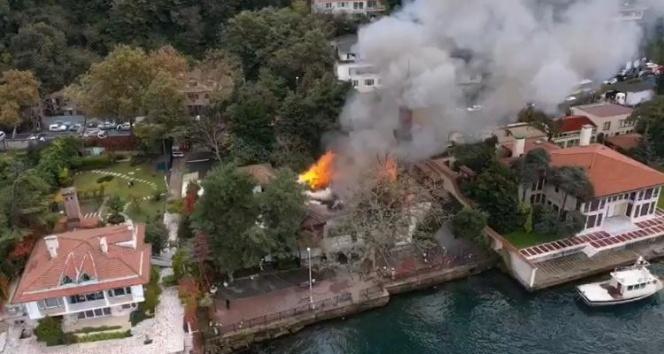 """Tarihi Vaniköy Camii'ndeki yangına ilişkin Valilik'ten açıklama: """"Kontrol altına alındı"""""""