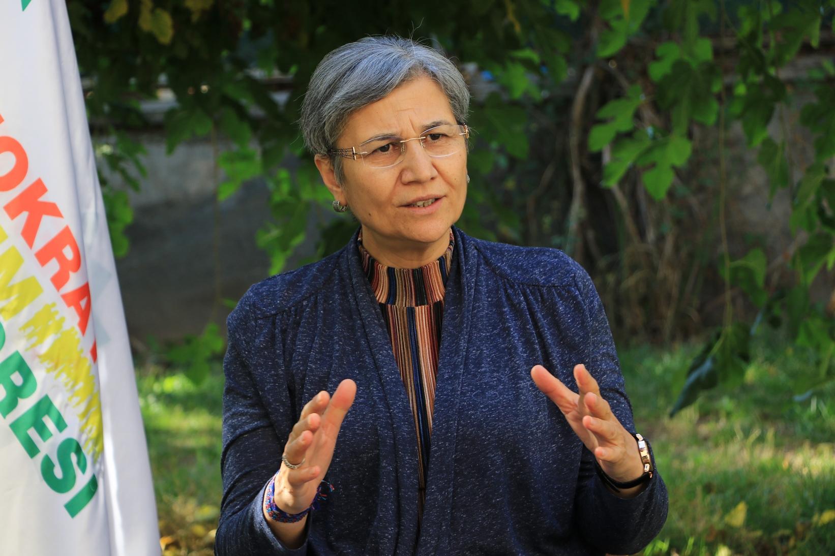 DTK Eşbaşkanı Leyla Güven, Elazığ E Tipi Kapalı Cezaevi'ne sevk edildi