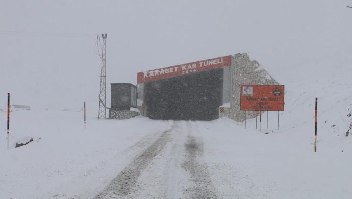 Van'da 3 noktada çığ tehlikesi: Kar tünelleri yapılmalı