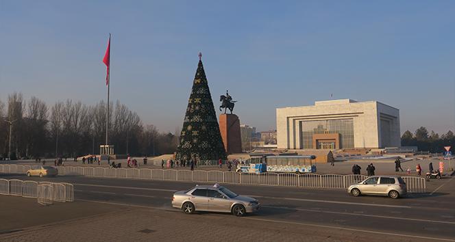 Kırgızistan halkı yarın cumhurbaşkanlığı seçimi ve referandum için sandık başına gidecek