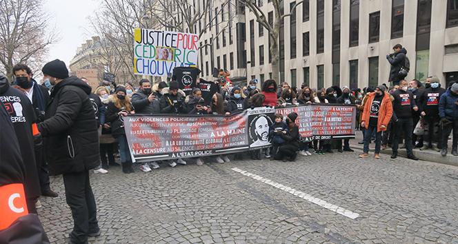 Paris'te polis şiddeti karşıtı protesto