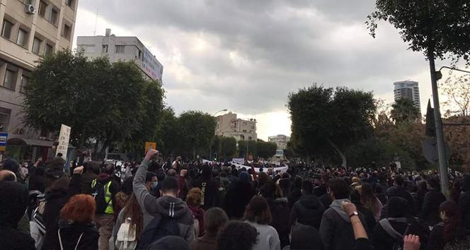 GKRY'de hükümetin Covid-19 politikası protesto edildi
