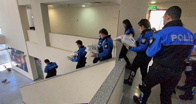 İstanbul polisinden çocuklara kışlık kıyafet