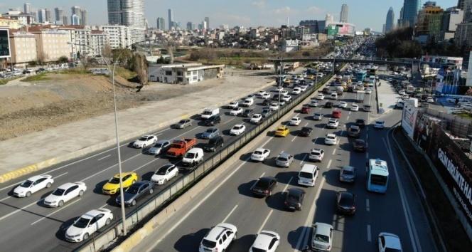 İstanbul'da 56 saatlik kısıtlama öncesi trafik yoğunluğu erken başladı