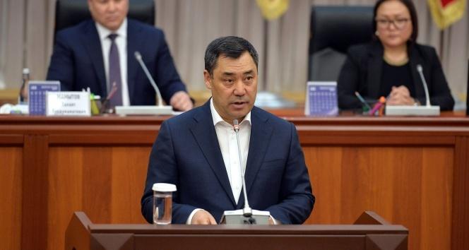 Kırgızistan Cumhurbaşkanı Caparov'dan portremi asmayın talebi