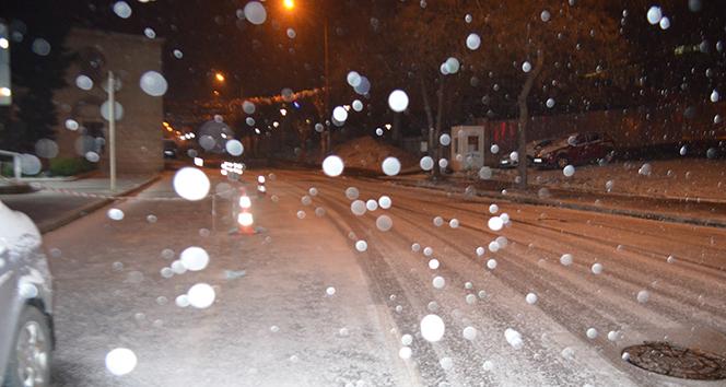 Tekirdağ'da kar yağışı etkili oluyor