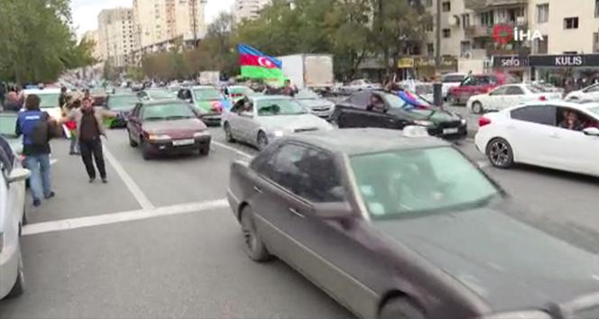Bakü halkı Ermeni işgalinden kurtarılan Şuşa için sokaklarda