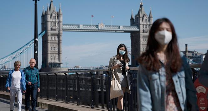 İngiltere'de son 24 saatte 20 bin 51 yeni vaka