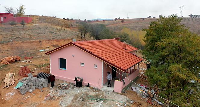 Isparta'da zor şartlarda yaşayan 7 kişilik aile yeni evleri için gün sayıyor