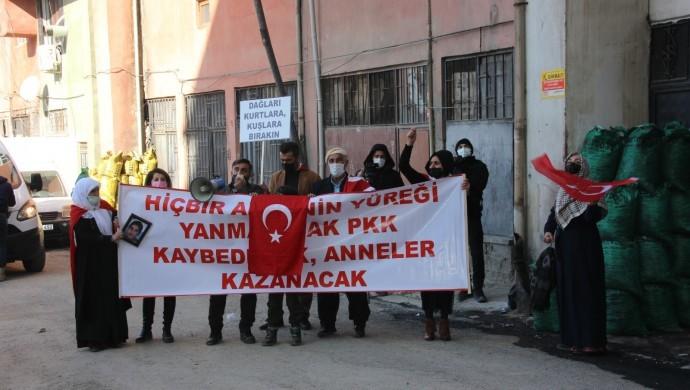 HDP önünde toplanıp esnafa küfrettiler