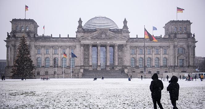 Almanya, Covid-19 kısıtlamalarını uzatmayı planlıyor
