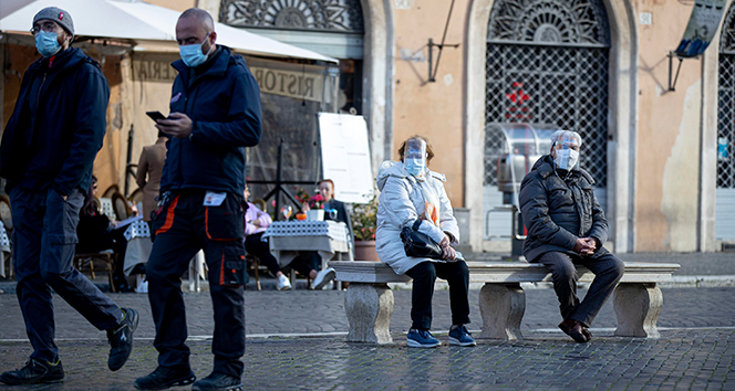 İtalya'da son 24 saatte koronadan 522 ölüm