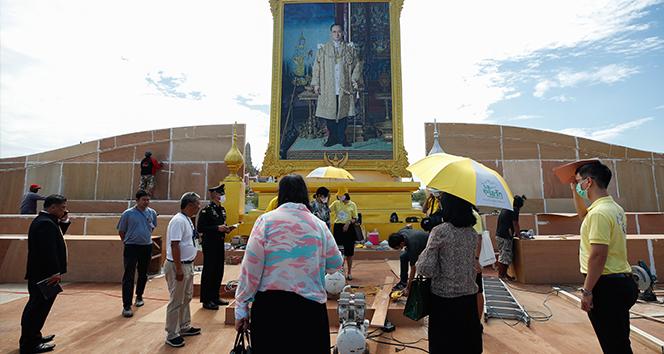 Tayland'da 'Kral'a ihanetten
