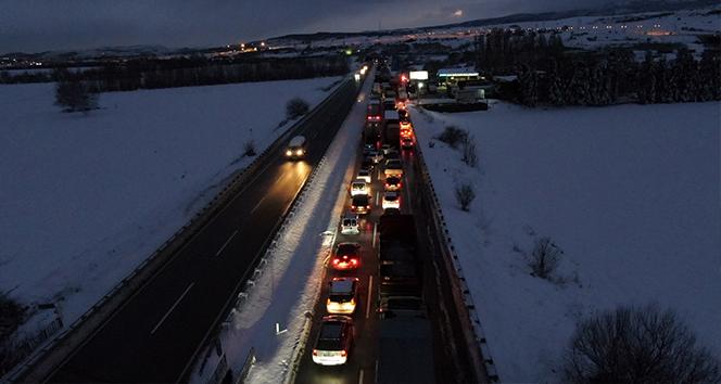 Bursa-İzmir karayolu 17 saat sonra trafiğe açıldı