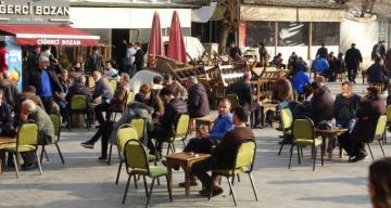 Diyarbakır'da tedbirler hiçe sayıldı, 'korona meydanı' kuruldu