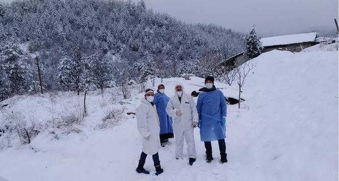Sağlık ekipleri kar kış demeden aşılama çalışmalarını sürdürüyor